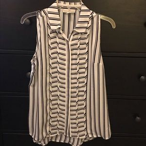 NWT Sleeveless Button Up Blouse